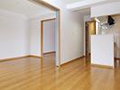 施工後のLDからの様子:和室を洋室へ変更、床も張り替えました。